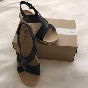 Clarks navy sandals